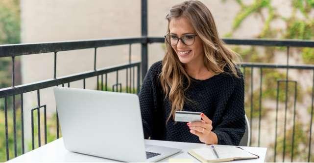 Ia-ti cel mai tare card de cumparaturi si asteapta pregatit(a) reducerile anului!