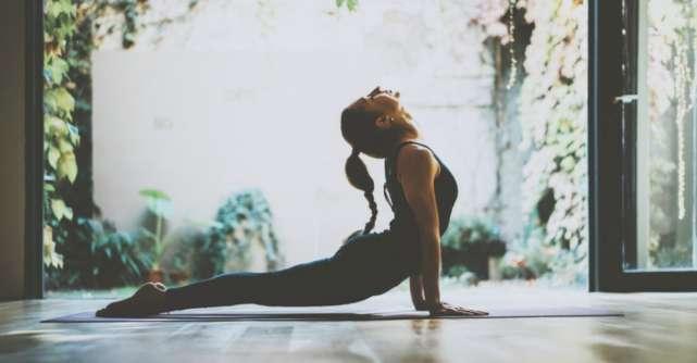 7 posturi de yoga si exercitii blande care calmeaza instant durerile de spate