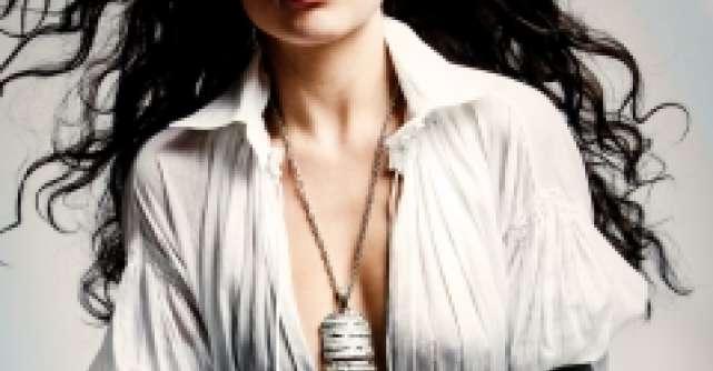 Sexy si provocatoare: rochia trench