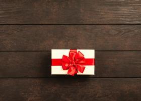 Alege cadoul perfect pentru iubita ta: 4 seturi de produse care o vor face sa zambeasca