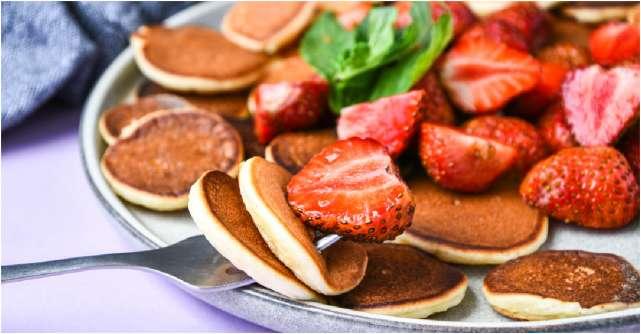 Mini-pancakes din felii de banana cu scortisoara, mic dejun cald pentru dimineti racoroase