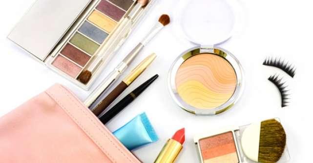 7 Produse de make-up care nu trebuie sa iti lipseasca din geanta