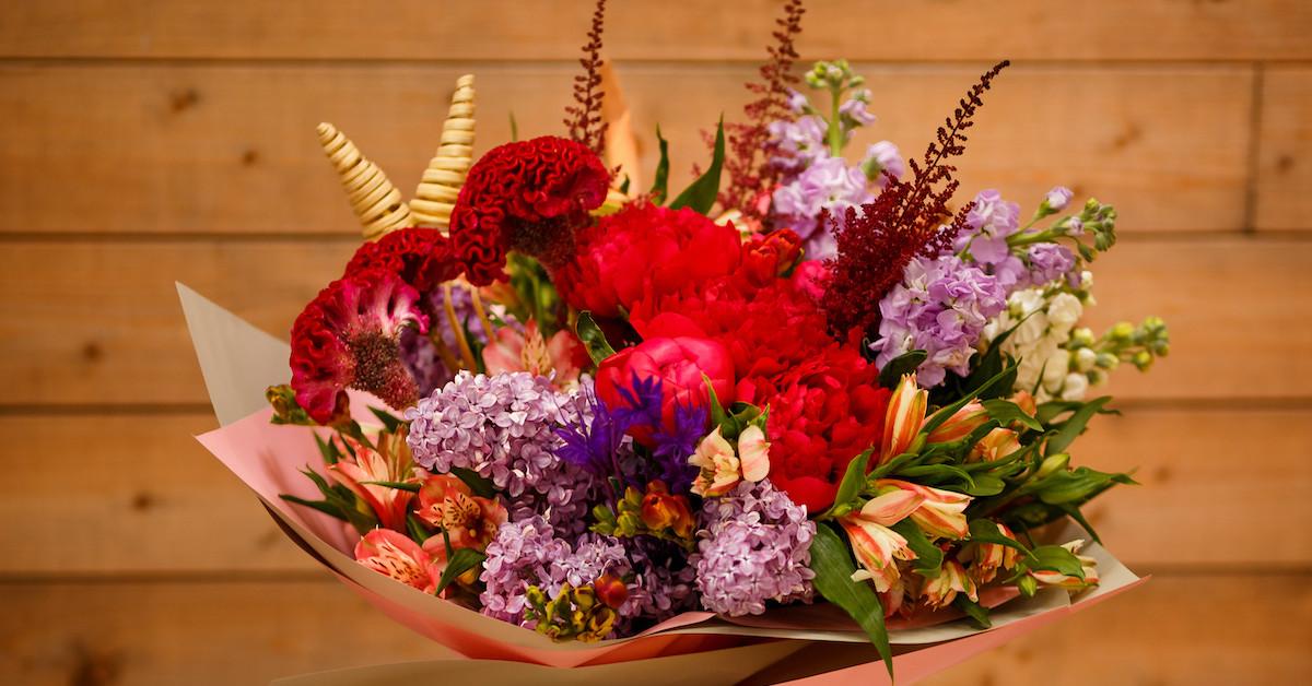 Poza 2 din 6 baiatul cu flori