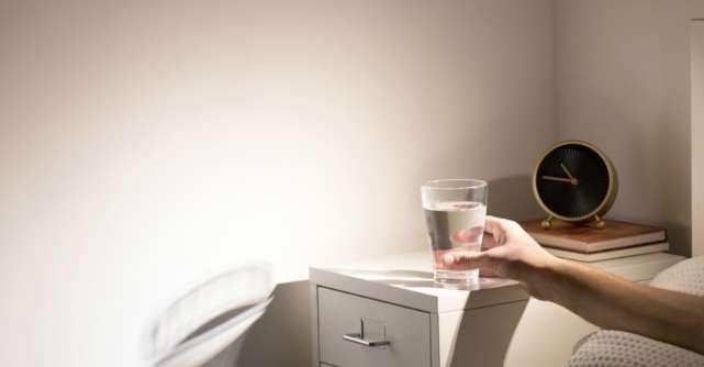 De ce să nu bei apa lăsată peste noapte