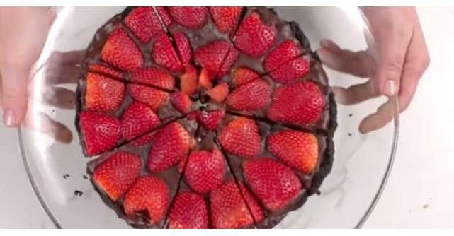 Tarta cu ciocolata si capsuni gata in cateva minute (FARA coacere)