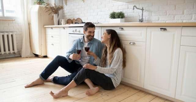O întâlnire romantică pe săptămână și alte 3 sfaturi pentru o viață de cuplu fericită
