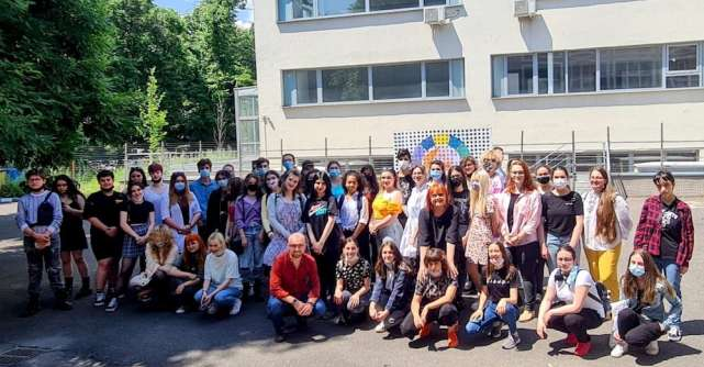 Proiectul CSR având ca temă bucuria de a trăi a premiat tinerii artiști aiLiceului de Arte Plastice Nicolae Tonitza
