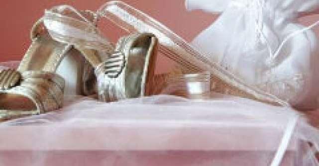 Peste 20 de posete superbe pe care sa le porti la nunta