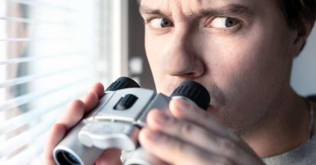 Sfatul psihologului: Cum se manifestă în iubire o persoană cu tulburare paranoidă?