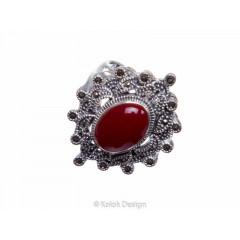 Inel din argint cu o piatr oval de agat rou i marcaite