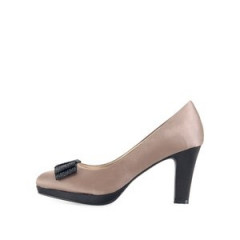 Pantofi cu toc bej cu funde negre de la Victoria Delef