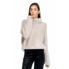 Pulover tricotat cu guler supradimensionat