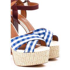 Sandale cu tocuri inalte groase si platforme cu imprimeu vichy
