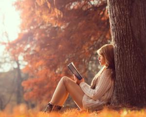 As citi cartea de pe noptiera pe care o tot aman.