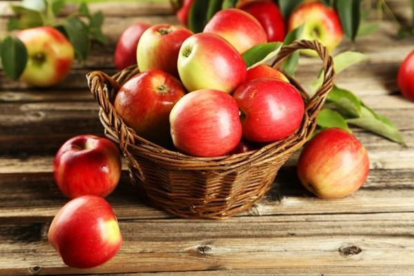 Intr-un cos sunt 7 mere si iei 3. Cate mere ai?